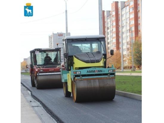 В Йошкар-Оле на улице Петрова укладывают асфальт