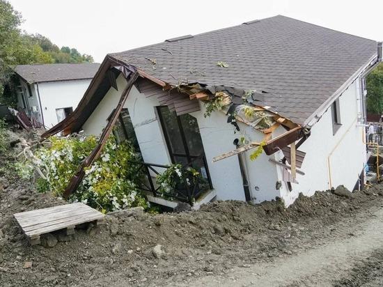 Жители горного сочинского села потеряли жилье из-за оползня