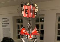 Выставка «Вещь» открывает новую главу жизни Всероссийского музея декоративного искусства, который последние полгода находится на «перезагрузке», стараясь избавиться от ненужного багажа прошлого, при этом сохранив лучшие традиции