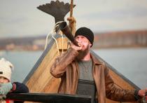 Три с половиной года житель Иркутска Владимир Томилов, поклонник скандинавской мифологии, во дворе собственного дома трудился над постройкой драккара – корабля викингов
