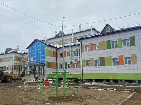 В селе Кыйы Таттинского района Якутии строительство школы выполнено на 90 %