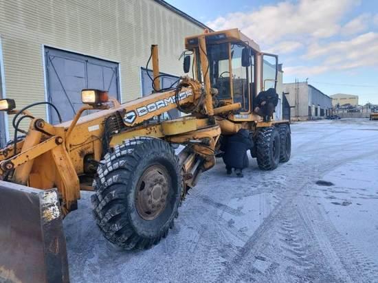 Поливалки коммунальных машин в Магадане меняют на скребки и щётки от снега