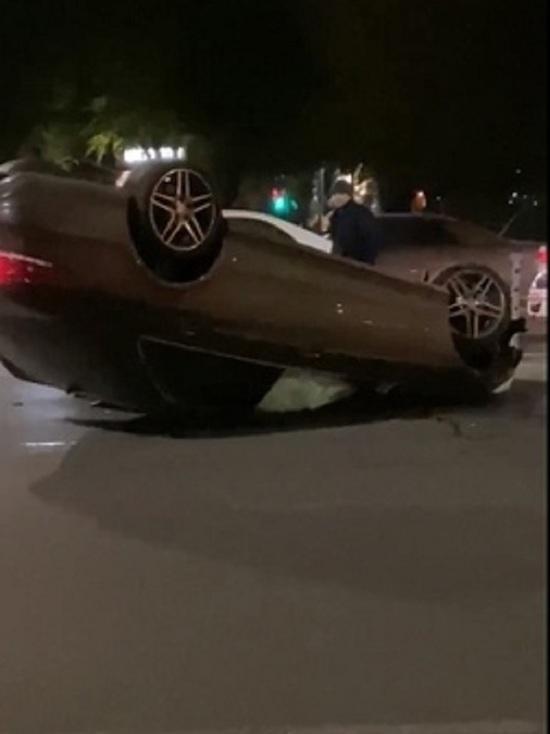 В Челябинске на Северо-западе автомобилистка врезалась в дорожное ограждение