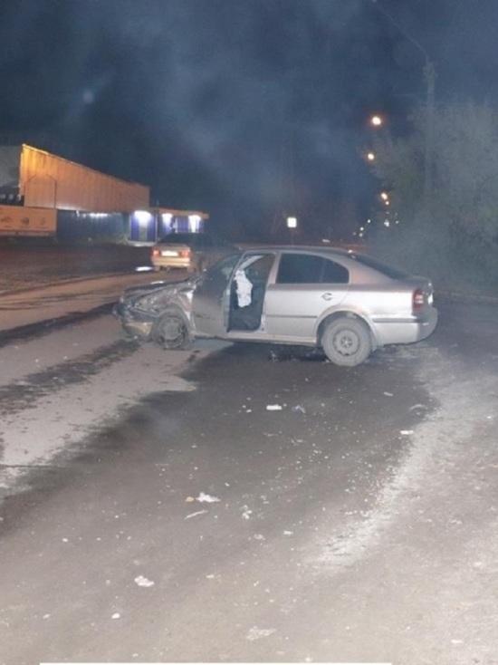 Житель Томска на угнанной «Шкоде» врезался в полицейский автомобиль на встречке