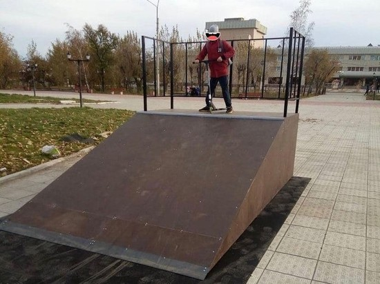 Скейт-площадку открыли на пощади Труда в Чите