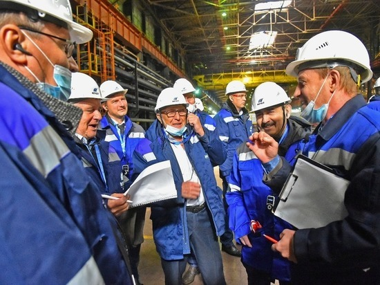 На ЧМК прошла экскурсия для ведущих специалистов про производству рельсовой продукции