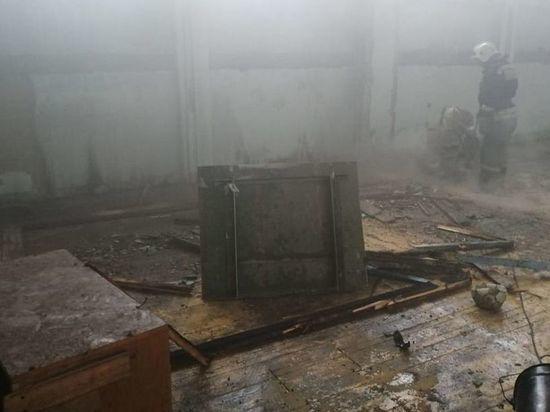Сильный пожар произошел в гимназии №75 в Омске