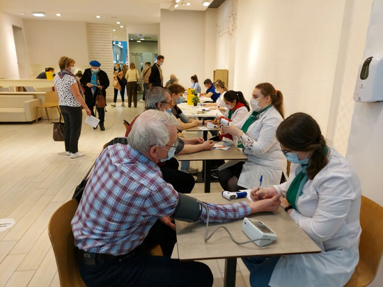 Вакцинация от коронавируса для свердловских госслужащих стала обязательной
