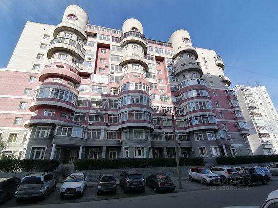 Двухуровневая квартира с круглыми стенами продается в Барнауле