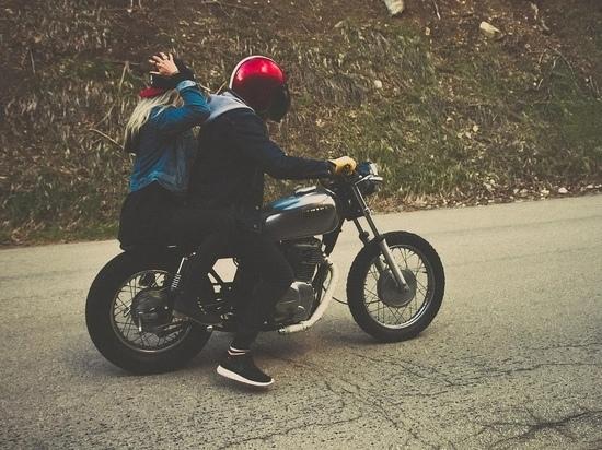 В калужском Бабынине иномарка сбила мотоцикл с детьми