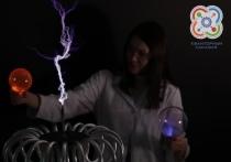 На выставке в Абакане катушка Тесла сыграет музыку электрическими разрядами