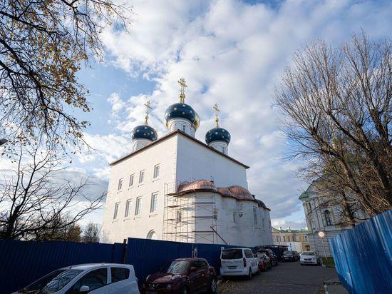 В Твери завершили кровлю алтарной части Спасо-Преображенского собора
