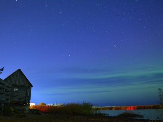 Яркое северное сияние наблюдали жители Новой Ладоги минувшей ночью