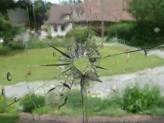 В ЛНР обстрелом повреждено здание школы