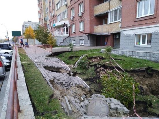 Появились фото с места обрушения тротуара на улице Орджоникидзе в Новосибирске