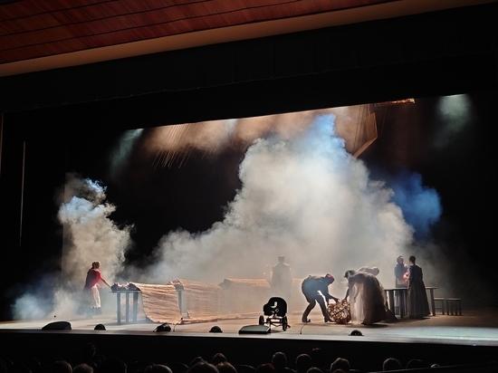 Во Владимире состоялся показ спектакля «По ту сторону Дона»