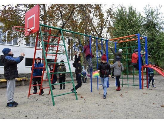 Ставропольские гидроэнергетики подарили краевому детскому санаторию спортивно-игровые площадки