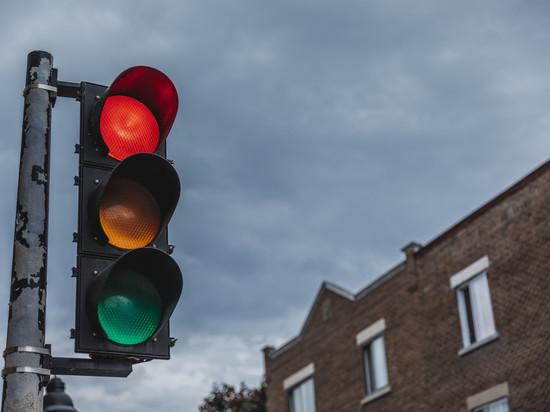 К концу года еще 10 «зебр» оборудуют светофорами