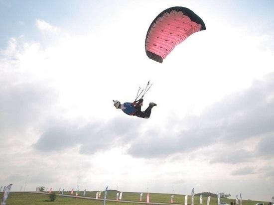 В Чечне 16 парашютистов России борются за Кубок страны по свупу