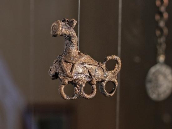 Старинные коньковые амулеты показал изборский музей