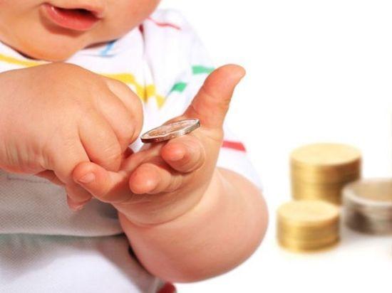Дагестанцы получили по 10 000 рублей за пятого ребенка