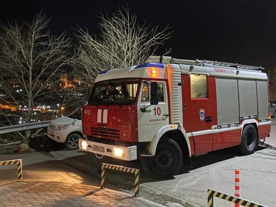 Следствие считает, что мужчина неправильно потушил огонь, поэтому в соседней квартире умерли двое несовершеннолетних