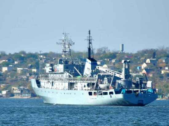 Судно ВМС Украины потерпело бедствие в Черном море