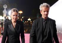 Режиссер Константин Богомолов назвал ужасной трагедию, в которую попала его супруга Ксения Собчак