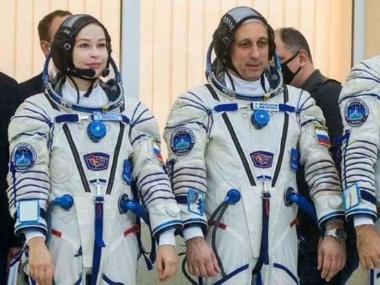 В Роскосмосе назвали сроки реабилитации киноэкипажа после возвращения с МКС