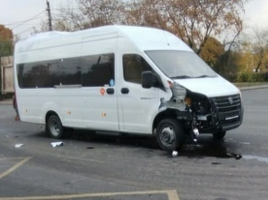 В Курске массовое ДТП перекрыло движение в микрорайоне Волокно