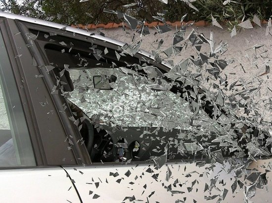 Житель Магадана разбил стёкла четырёх чужих машин: полиция нашла его