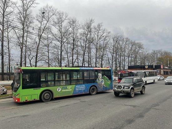В Хабаровске на проспекте столкнулись три автобуса