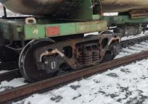 Восемь вагонов грузового поезда сошли с рельсов в ЯНАО