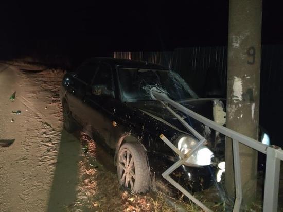 В Кировской области водитель на Приоре въехал в столб: пострадаи два пассажира