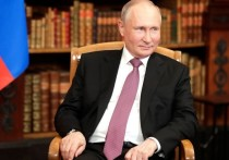 Президент РФ Владимир Путин заявил, что женщины играют все более весомую роль в жизни общества, и они не должны оказываться перед выбором между семьей и работой