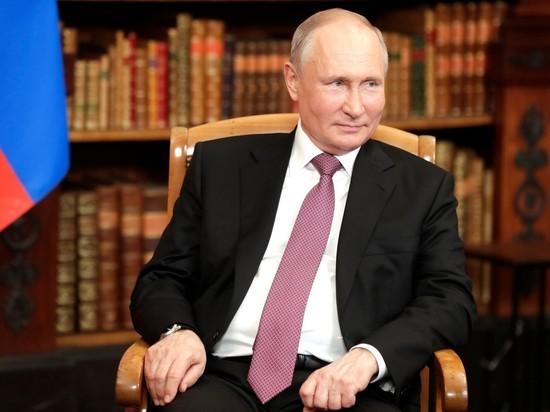 Путин заявил, что женщины не должны выбирать между семьей и работой