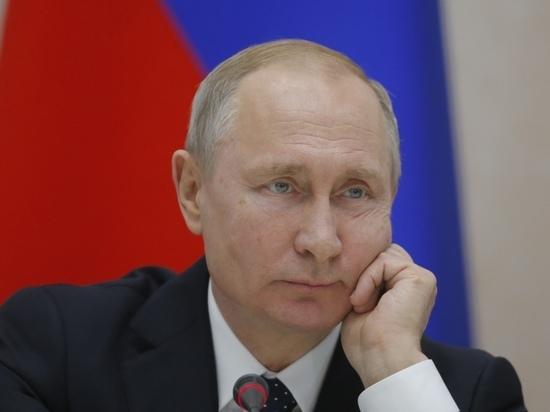 Песков объяснил, когда Путин ревакцинируется