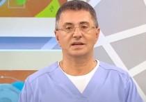 Врач и телеведущий Александр Мясников заявил, что не существует никаких специфических симптомов, по которым можно диагностировать коронавирус