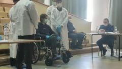 Пермского стрелка Бекмансурова привезли на коляске с микрофоном: видео суда