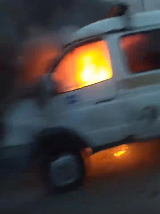 ГАЗель полыхала на дороге в Ноябрьске