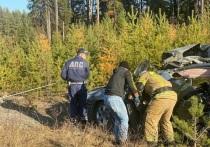 Днем 14 октября на дороге Серов-Североуральск-Ивдель возле Карпинска водитель грузовика «Kenworth Т2000» допустил наезд на автомобиль «Honda Civic»