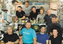 Сборы домой начались в четверг, 14 октября, для космонавта Олега Новицкого, актрисы Юлии Пересильд и режиссера Клима Шипенко, которые находятся на Международной космической станции