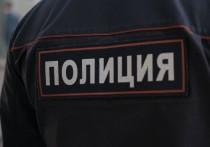 Полиция Самары начала проверку инцидента в одной из продуктовых точек города, где торговцы бросили фрукт в проходившего мимо пожилого мужчину