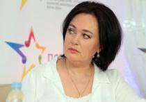 Телеведущая и актриса Лариса Гузеева рассказала, что не знала о том, как была счастлива, и попросила всех беречь себя