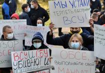 В Донецке люди окружили отель «Парк инн», где находится офис Специальной мониторинговой миссии ОБСЕ на Донбассе, заблокированы также джипы наблюдателей