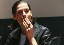 По словам актрисы, в школе она сталкивалась с нежелательным вниманием сверстников