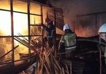 Поздно вечером 15 октября на пилораме в городе Березовский, которая расположена на улице Уральская, произошел пожар