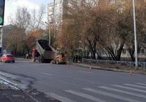 В Красноярске завершается благоустройство пешеходной зоны в Центральном районе города. В порядок приводят территорию на улице Республики, 43.