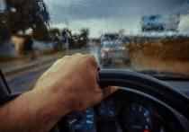 В Железногорске Красноярского края сотрудники ГИБДД задержали за рулем «Жигулей» несовершеннолетнего подростка. Автомобиль парню дал его брат, который заплатит за это 30 тысяч рублей.