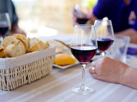 Стало известно о ложной пользе красного вина